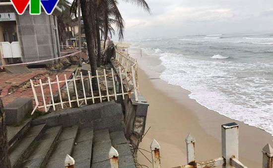 [ẢNH] Đà Nẵng: Bãi biển Mỹ Khê bị sạt lở nghiêm trọng