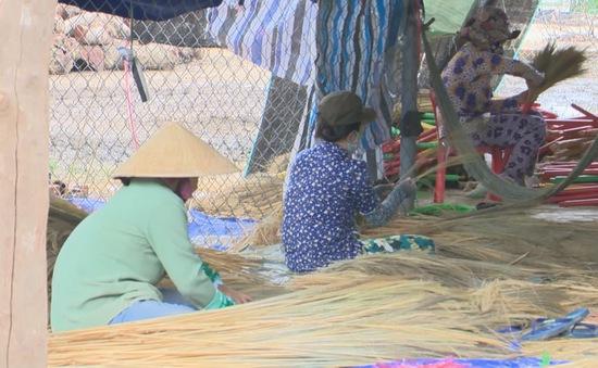 Giữ mãi sức sống làng nghề chổi Mỹ Thành, Phú Yên