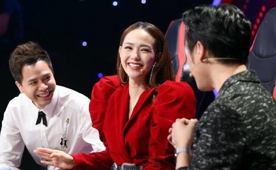 """Minh Hằng tiết lộ chuyện riêng tư, Bùi Anh Tuấn bị """"khui"""" lại chuyện tình cũ"""