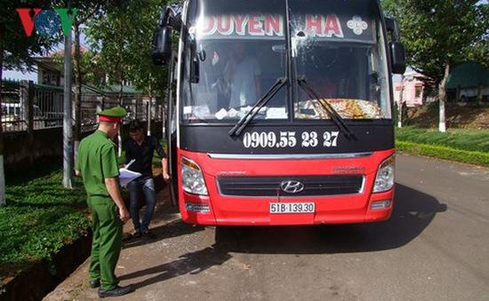 Bắt nhóm đối tượng ném đá xe khách trên đường Hồ Chí Minh