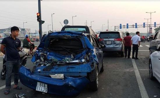 Tài xế xe tải ngủ gật gây tai nạn liên hoàn