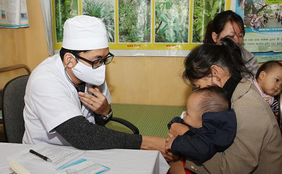 Cháu bé bị sốc phản vệ sau tiêm vaccine đã xuất viện về nhà
