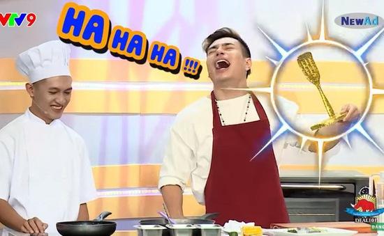 """Đấu trường ẩm thực: Lê Dương Bảo Lâm bị Đình Toàn """"cắt cơn"""" vì hưng phấn quá đà"""