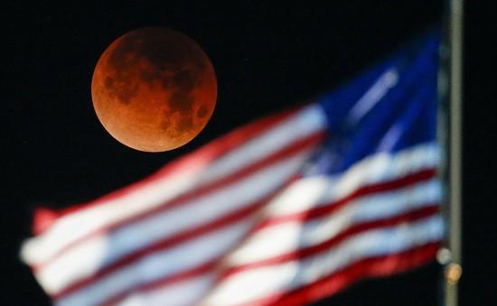 """Đẹp kì diệu trăng xanh, trăng máu và siêu trăng """"3 trong 1"""" trong đêm 31/1"""