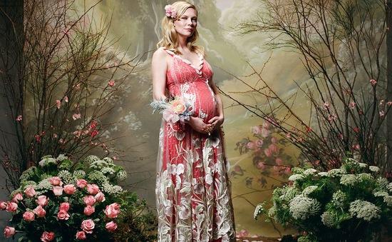 Kirsten Dunst công bố ảnh mang bầu