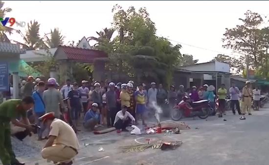Tiền Giang: Xe đưa rước công nhân cán chết người rồi bỏ trốn