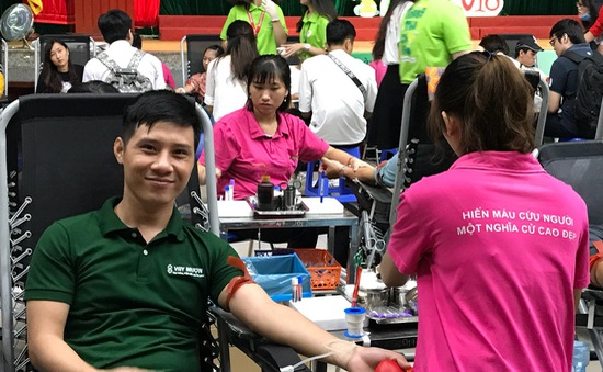 """""""Người Việt trẻ"""" - Chương trình hiến máu tình nguyện thu hút giới trẻ"""