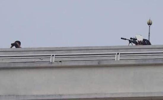 Nghệ An: Cảnh sát trang bị súng bắn tỉa, vây bắt người đàn ông dùng vũ khí cố thủ