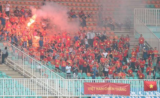 VFF bị AFC phạt gần 300 triệu đồng do CĐV Việt Nam đốt pháo sáng tại ASIAD 18