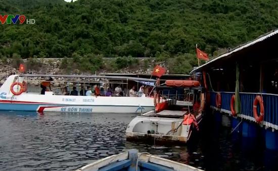 Yêu cầu giải quyết tình trạng kinh doanh dịch ăn uống trên vịnh Vũng Rô