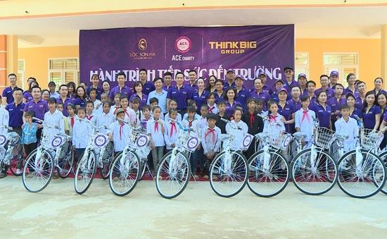 Trao tặng 330 chiếc xe đạp cho học sinh vùng lũ tỉnh Yên Bái