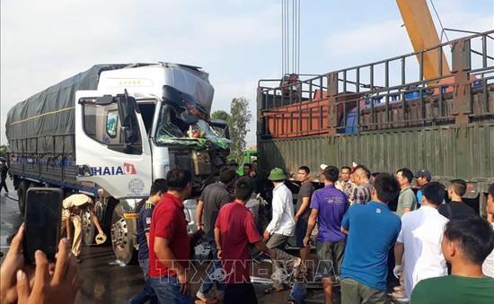 Va chạm xe tải - rơ mooc gây ách tắc nhiều giờ trên Quốc lộ 1A đoạn qua Diễn Châu, Nghệ An