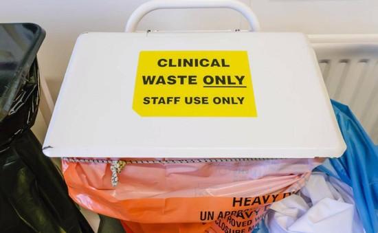 Dịch vụ y tế công của Anh dính bê bối xử lý chất thải y tế