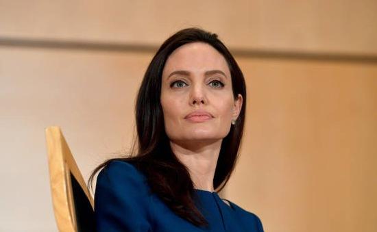 """Angelina Jolie vẫn khỏe mạnh để """"chiến đấu"""" với Brad Pitt"""