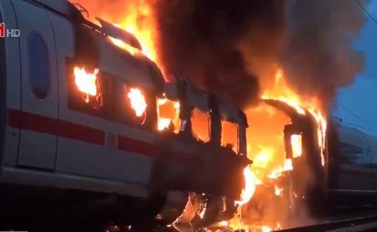 Tàu cao tốc bất ngờ bốc cháy tại Đức, 500 hành khách tháo chạy