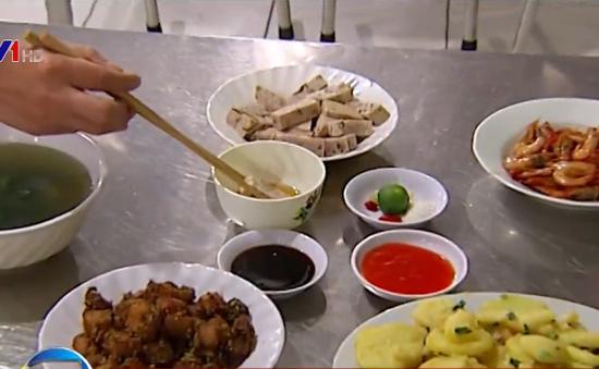 Nguy hại từ thói quen ăn mặn của người Việt