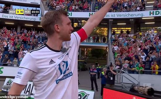 Per Mertesacker giải nghệ sau trận cầu 19 bàn thắng