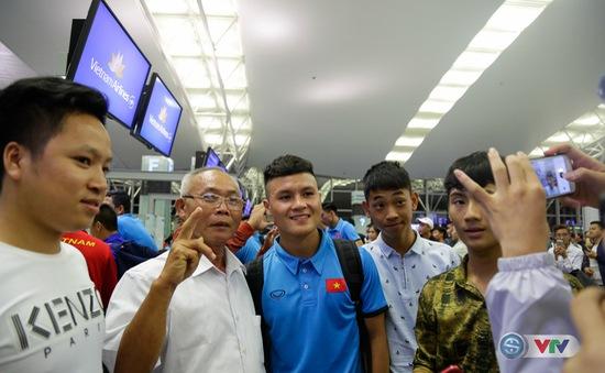 Chùm ảnh: ĐT Việt Nam lên đường sang Hàn Quốc tập huấn, chuẩn bị cho AFF Cup 2018