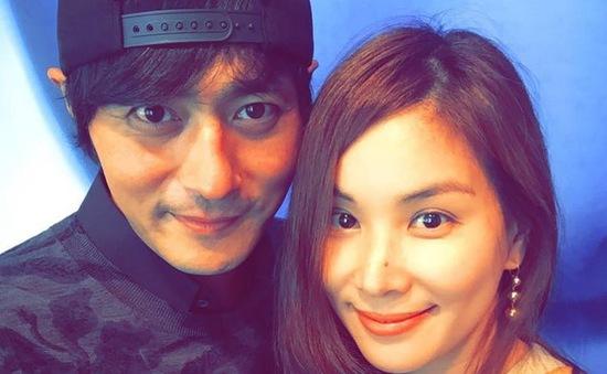 Vợ chồng Jang Dong Gun tích cực làm từ thiện