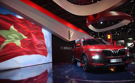 """VinFast ra mắt xe tại Paris Motor Show: Cú """"bẻ lái"""" của ngành công nghiệp ô tô Việt"""