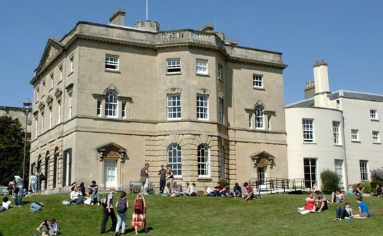 """Trường Đại học đầu tiên tại Vương quốc Anh mở khóa học """"Hạnh phúc"""""""