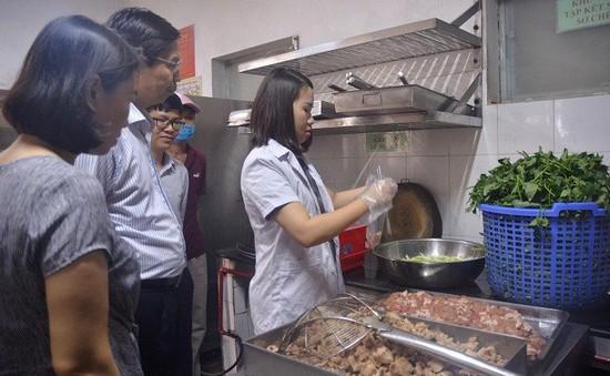 Trò chuyện cùng Dr.ANH: Ngộ độc thực phẩm ngày Tết