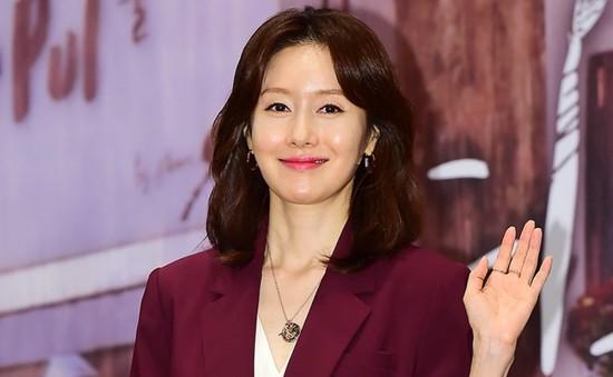 Kim Ji Soo bị loại khỏi các hoạt động quảng bá phim