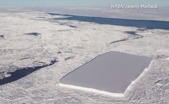 Xuất hiện khối băng hình chữ nhật vuông vắn đến khó tin ở Nam Cực