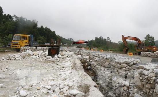 Dừng lưu thông một phần cao tốc Nội Bài - Lào Cai để sửa đường tránh