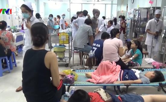 Ăn bánh mì ruốc, 40 người nhập viện nghi ngộ độc