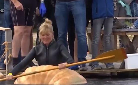 Thú vị giải đua thuyền bí ngô