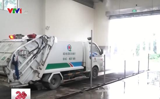 """TP.HCM yêu cầu """"chuẩn hóa"""" xe chở rác"""