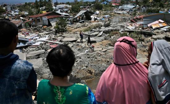 Nhiều người dân Indonesia đập cây ATM để lấy tiền sau động đất, sóng thần