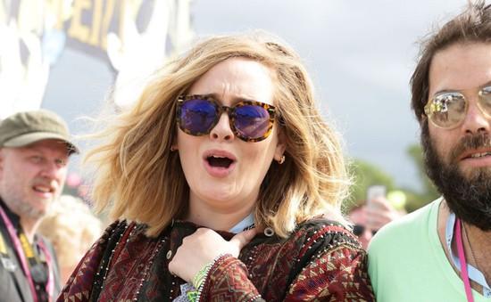 Chẳng làm gì, Adele vẫn bỏ túi 15 triệu Bảng