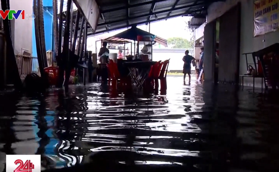 Bà Rịa - Vũng Tàu: Cuộc sống người dân đảo lộn vì nước ngập từ quốc lộ tràn vào nhà