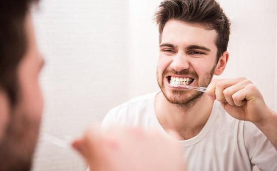 Vì sao đánh răng ngay sau khi ăn lại sai lầm?