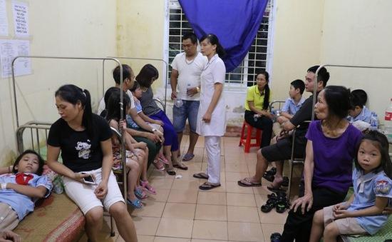 Khoảng 100 học sinh nhập viện do nghi ngộ độc thực phẩm