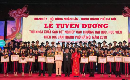 Hà Nội tuyên dương 88 thủ khoa Đại học xuất sắc