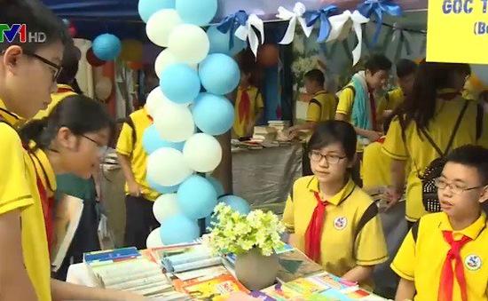 Sôi nổi ngày hội sách tại trường THCS Giảng Võ, Hà Nội