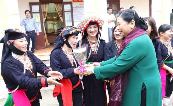 Phó Chủ tịch Thường trực Quốc hội Tòng Thị Phóng dự Ngày hội Đại đoàn kết toàn dân tộc năm 2018