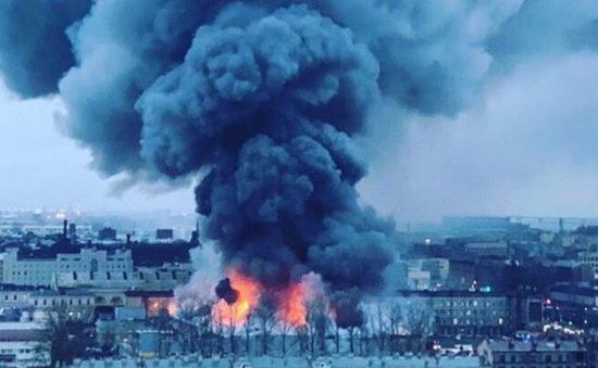 Cháy trung tâm thương mại ở St Petersburg