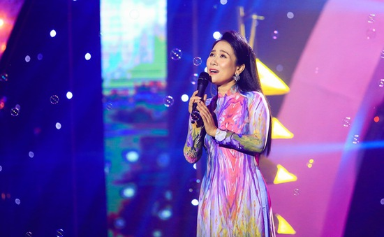 """NSƯT Vân Khánh bất ngờ hát """"Anh ở đầu sông em cuối sông"""" bằng giọng Nam"""