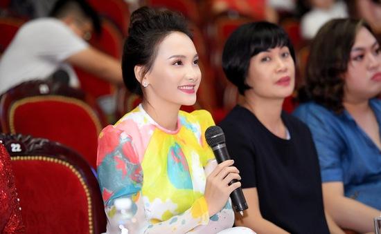 Bảo Thanh rạng rỡ chấm chọn Người mẫu Quý bà Việt Nam 2018
