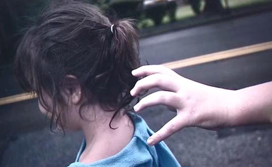 Bé gái 10 tuổi tự giải cứu mình khỏi kẻ xấu có ý định bắt cóc
