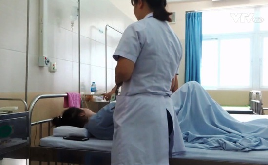 Tiêm filler nâng ngực, 1 phụ nữ bị biến chứng, hoại tử