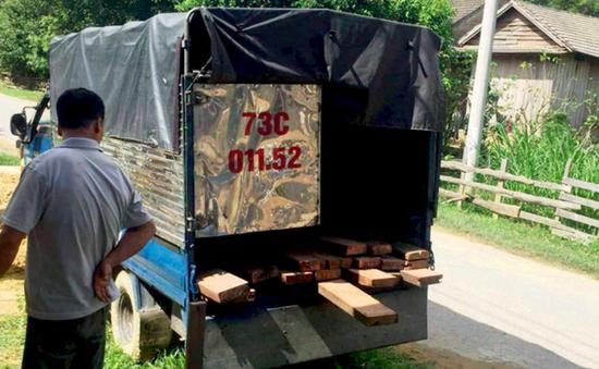 Quảng Bình: Truy đuổi xe chở gỗ, 2 kiểm lâm bị đánh nhập viện