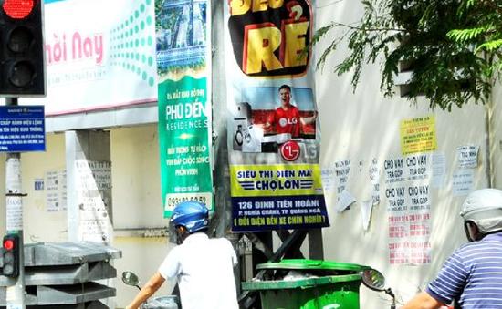 TP.Quảng Ngãi: Tràn lan việc treo, dán quảng cáo trái quy định