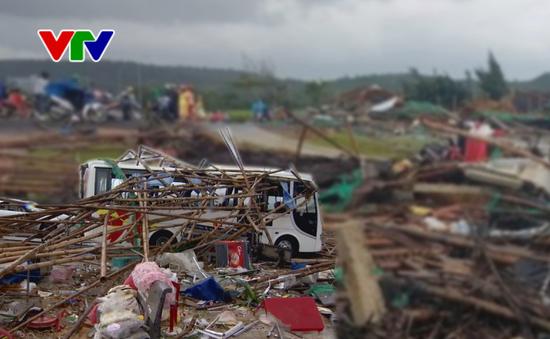 Gần 150 hộ dân Phú Yên khẩn trương di chuyển đồ đạc đến nơi an toàn