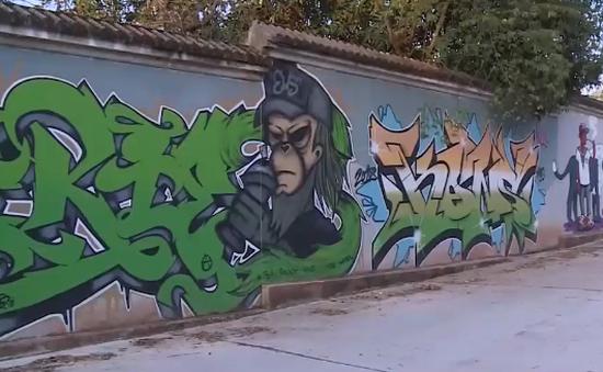 Độc đáo con đường Graffiti đầu tiên tại Huế