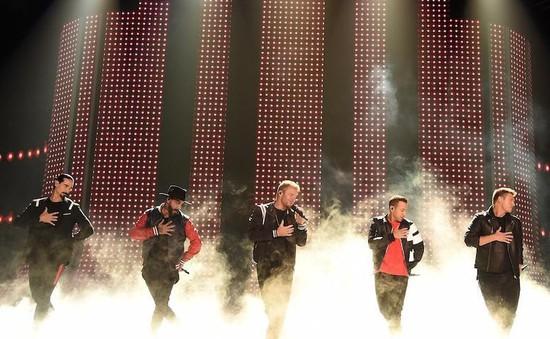 """Tái hợp tại The Voice Mỹ, Backstreet Boys """"đốt cháy"""" sân khấu"""